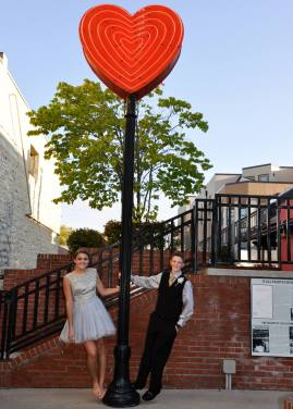 We love this heart sign, was perfect for these fun pics