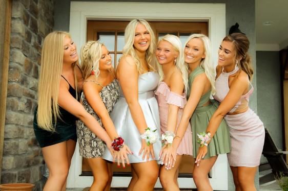 dance girls meet school friends...she has a stellar circle